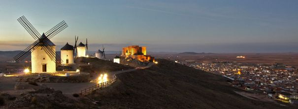 Molinos de Consuegra y castillo. Toledo. Castilla la Mancha. España